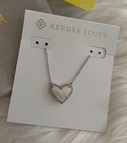 Kendra Scott NWT  ARI Heart Short Necklace