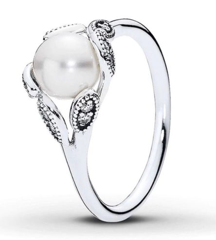 Pandora  Luminous Leaves Pearl Ring