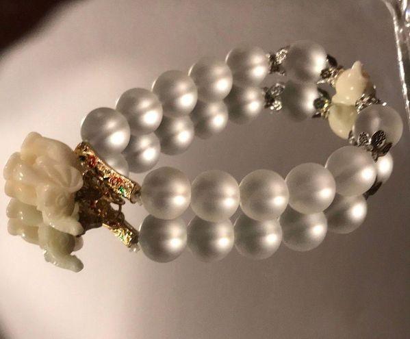 Boutique Elephant Frosted Crystal Bracelet