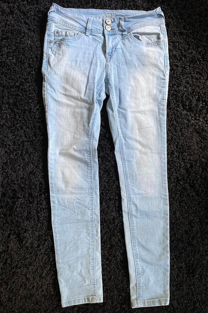 Wallflower Jeans Curtsy