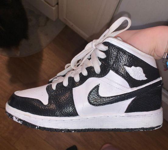 Jordan   white & Black s
