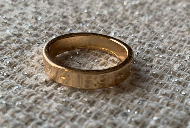 Boutique gold ring