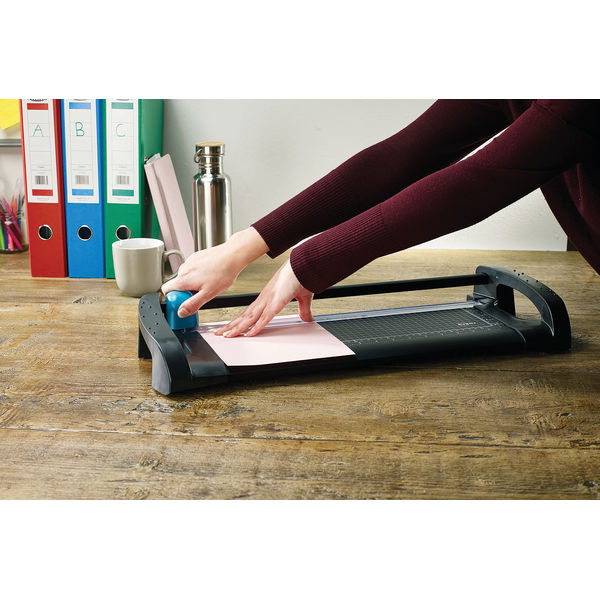 Avery A4 Office Trimmer (315mm Cutting Length and 12 Sheet Capacity) A4TR