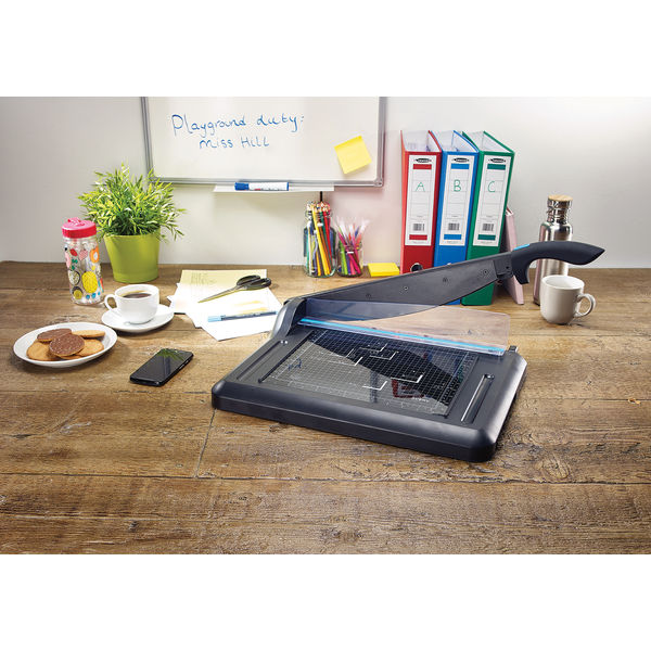 Avery A4 Office Guillotine (360mm Cutting Length, 15 Sheet Capacity) GUA4