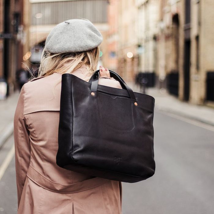 Black Short Handle Gote Bag   Bombinate
