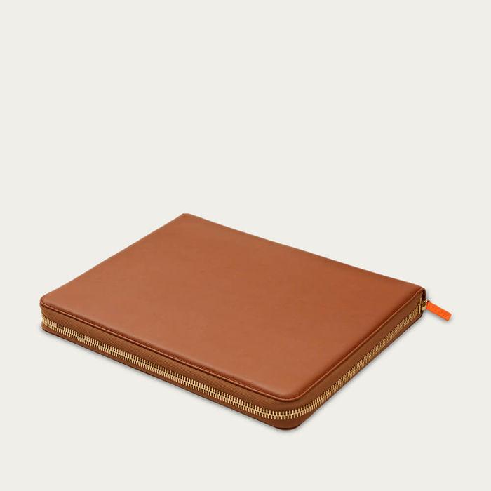Sahara Tan & Eucalyptus The First Class Leather Tech Set | Bombinate