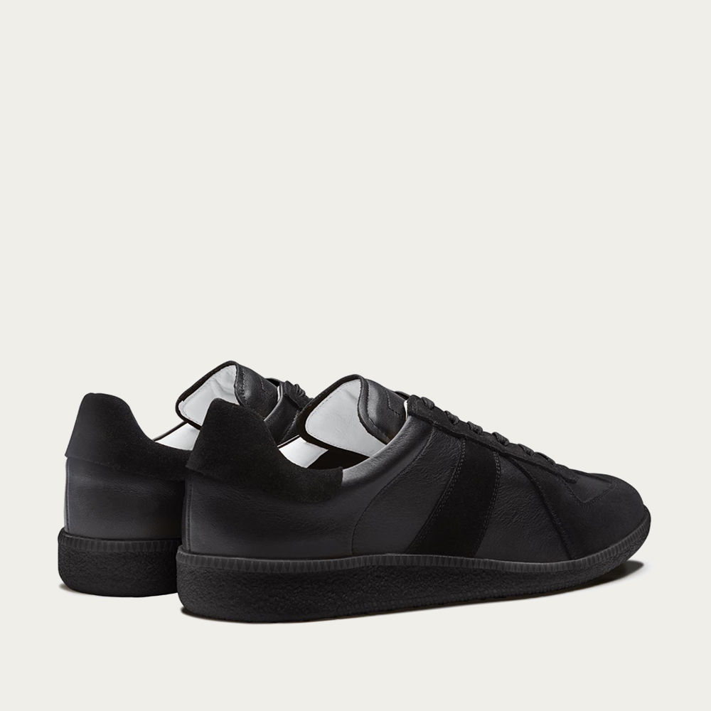 Jet Black Gat Sneakers | Bombinate