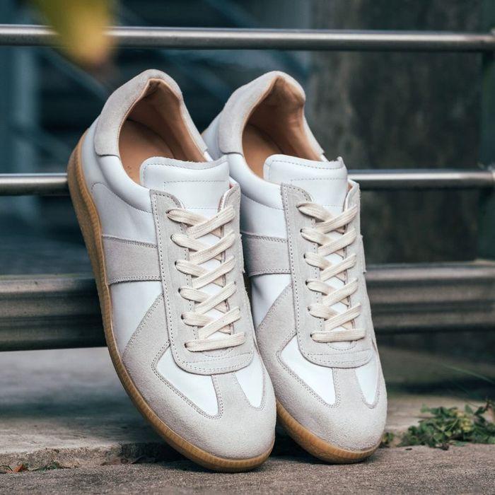 White Gat Sneakers  | Bombinate