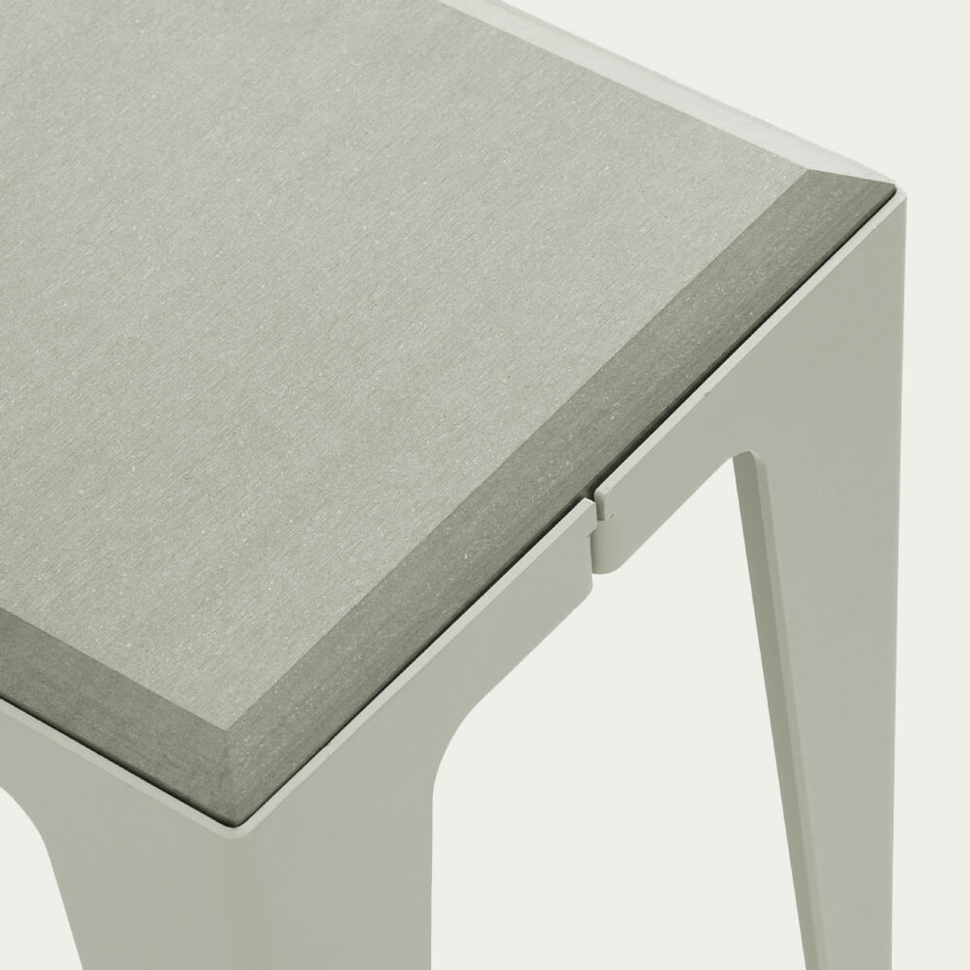 Silk Grey Chamfer Stehle | Bombinate