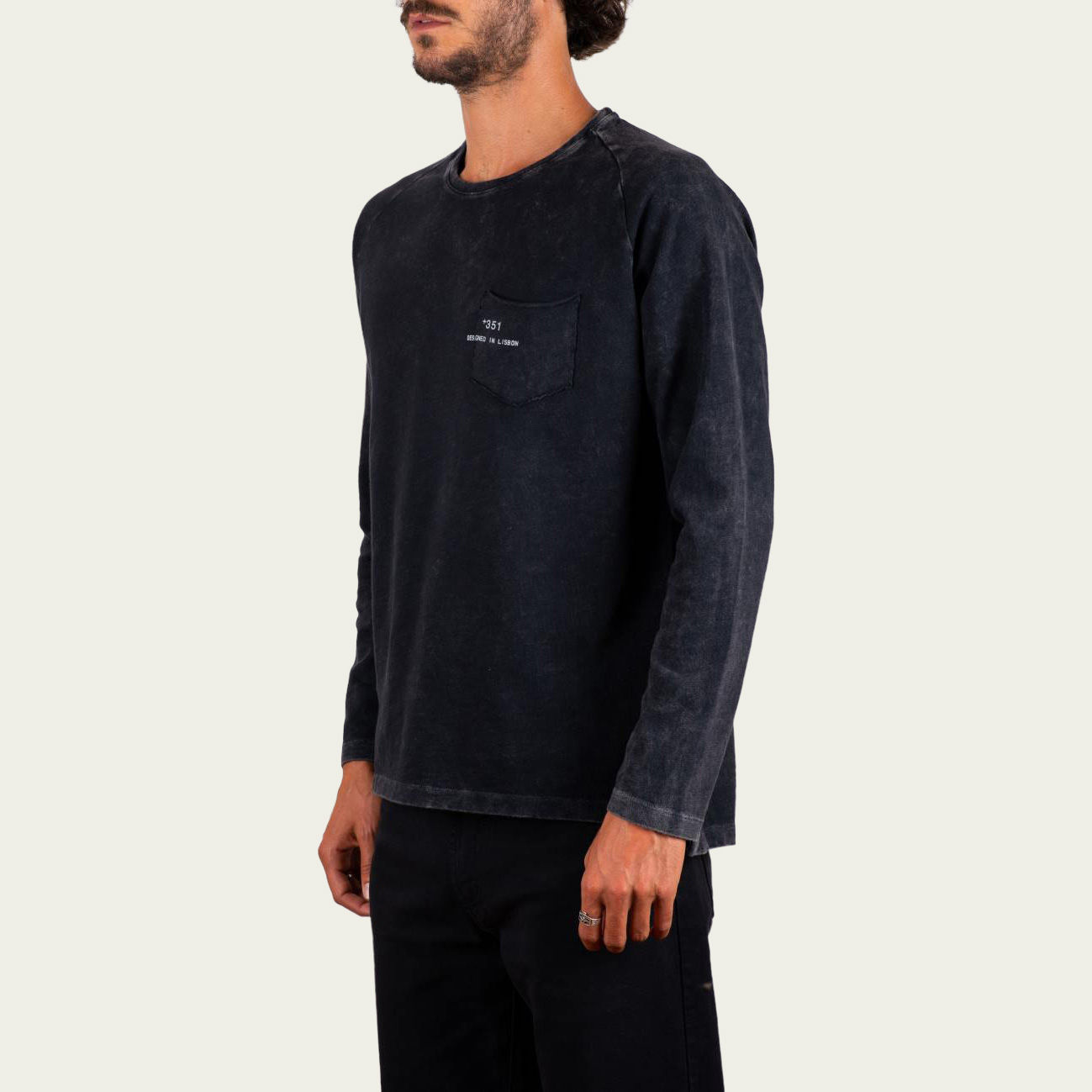Vintage Black Fade Out Essential Long Sleeve Tee-shirt | Bombinate