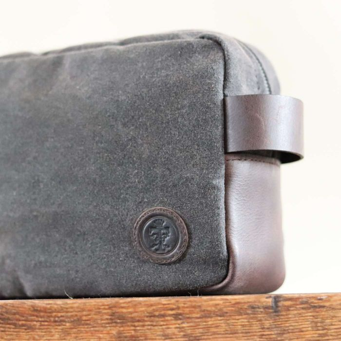 Brown Wax Brindley Washbag | Bombinate
