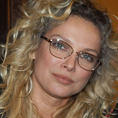 A photo on which a person wears regular glasses can be used to perform a reverse image search in PimEyes