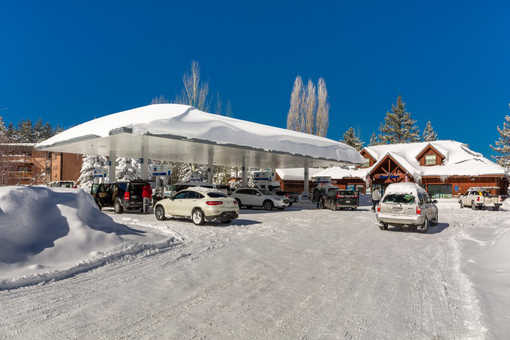 gas station snow cars tahoe