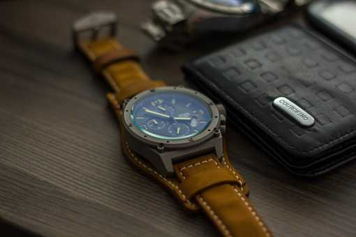 Wallet watch on the table