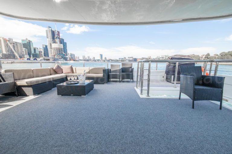 Sydney boat hire on karisma 26