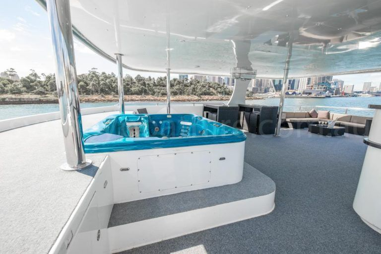 Sydney boat hire on karisma 28