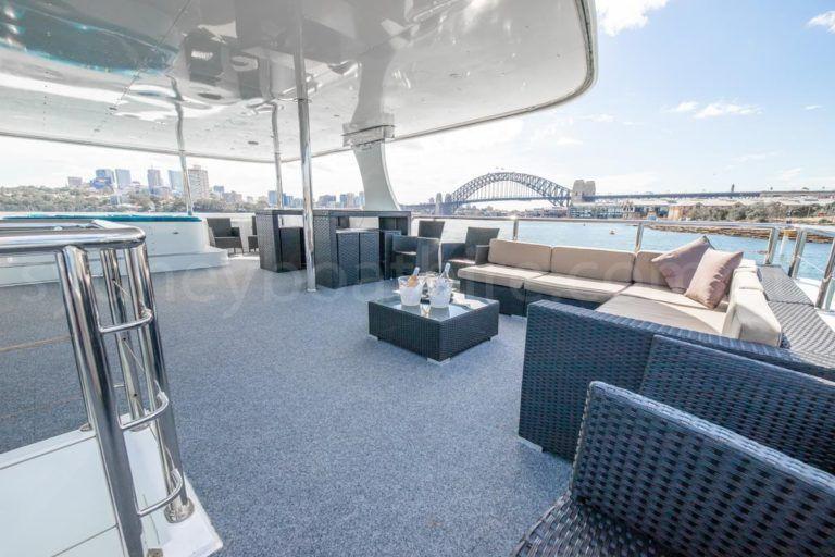 Sydney boat hire on karisma 31