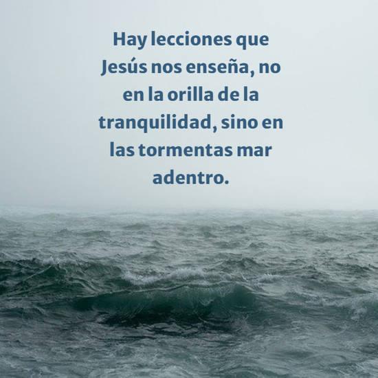 Hay lecciones que Jesús nos enseña, no en la orilla de la tranquilidad, sino en las tormentas mar adentro.