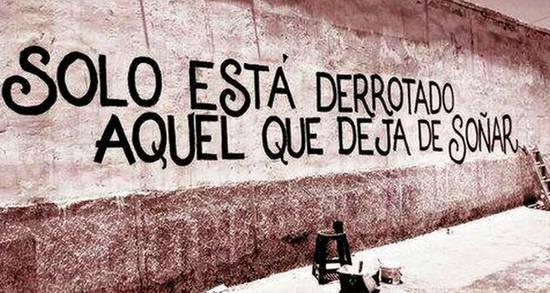 Solo está derrotado aquel que deja de soñar.