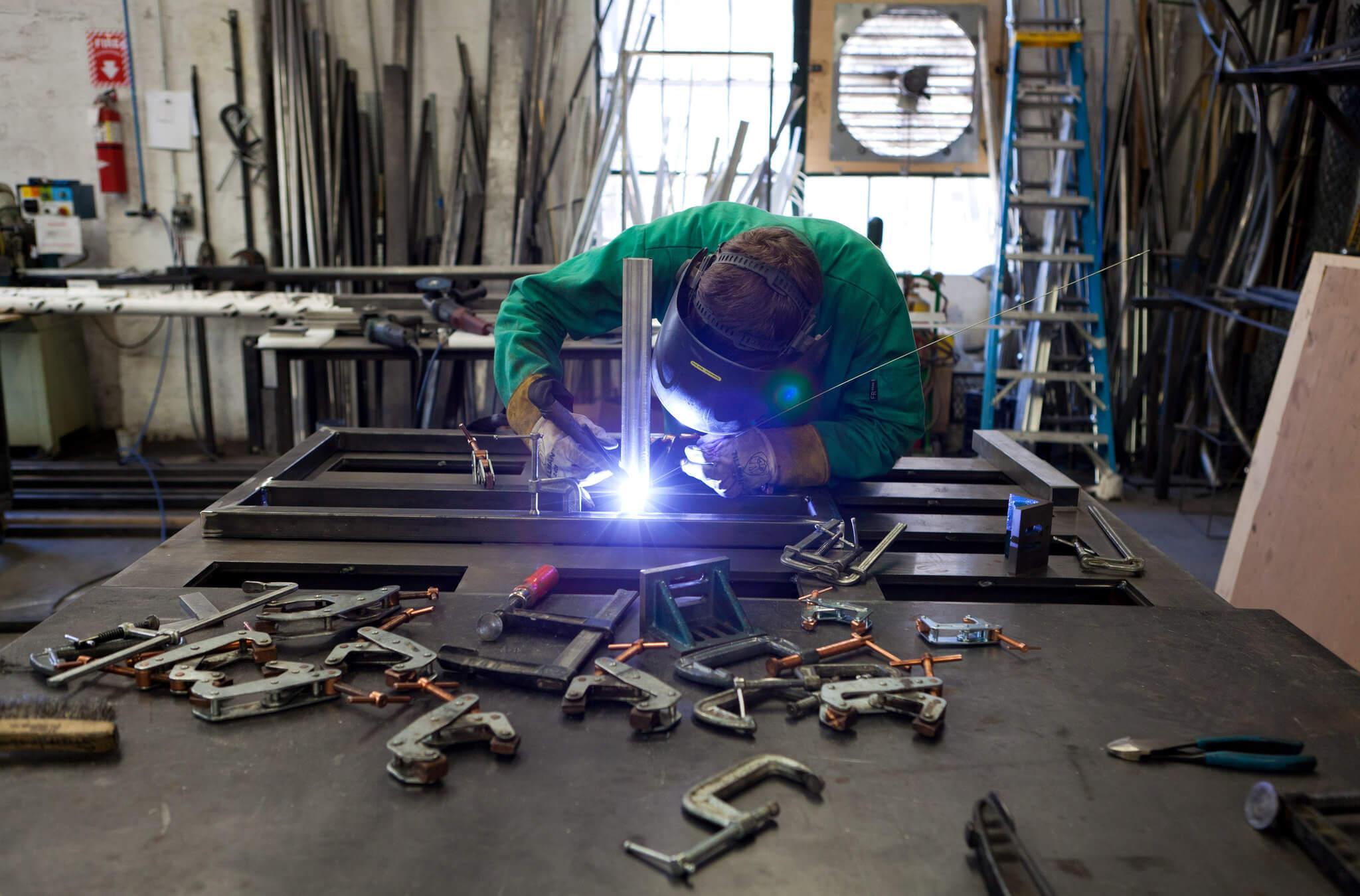 Jak program produkcyjny w małej firmie poprawia planowanie produkcji?