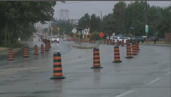 Bells Corners cyclists create pop-up bike lane on Moodie Drive