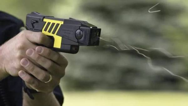 Report spotlights how frontline Toronto police are using new Tasers