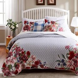 Barefoot Bungalow Lexi Quilt and Pillow Sham Set by Greenland Home Fashions in Blue (Size TWIN/TWINXL)