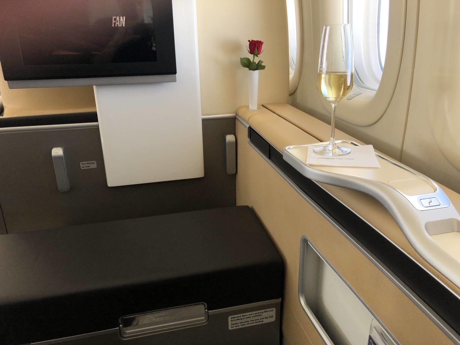 lufthansa first class boeing 747-8i blick nach vorn