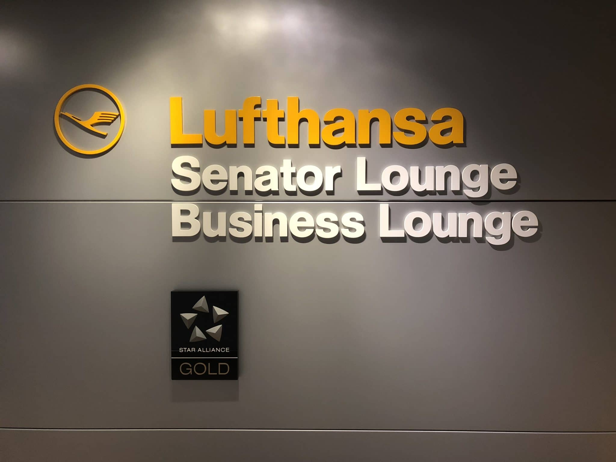 Lufthansa Senator Lounge Hannover Logo