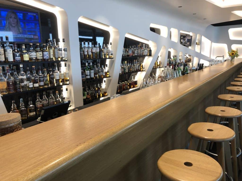 Swiss Senator Lounge Zürich Gates E Whisky Bar Tresen