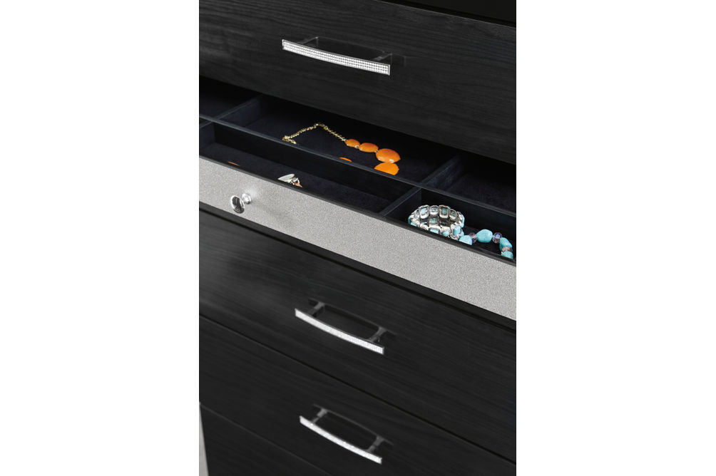 Signature Design by Ashley Starberry 6-Piece Queen Bedroom Set - Dresser Jewelry Drawer