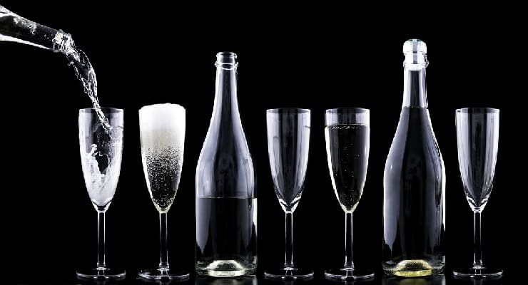 Champagne_bottles_and_glasses