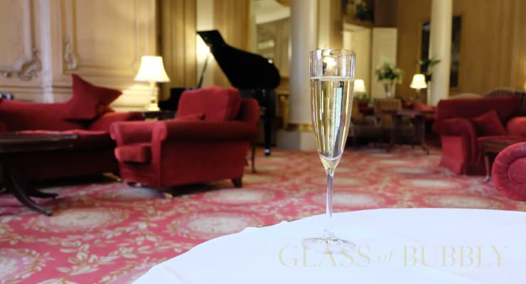 A_glass_of_bubbly_at_Luton_Hoo_hotel