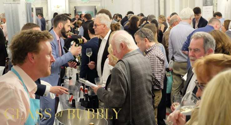 glass_of_bubbly_champagne_and_sparkling_wine_tasting_2017_1