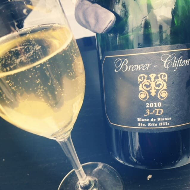 World of (Sparkling) Pinot Noir | Glass Of Bubbly