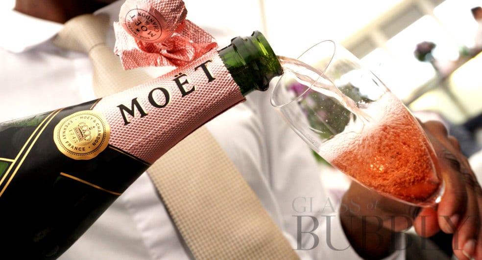 Pouring Champagne Moet et Chandon rosé