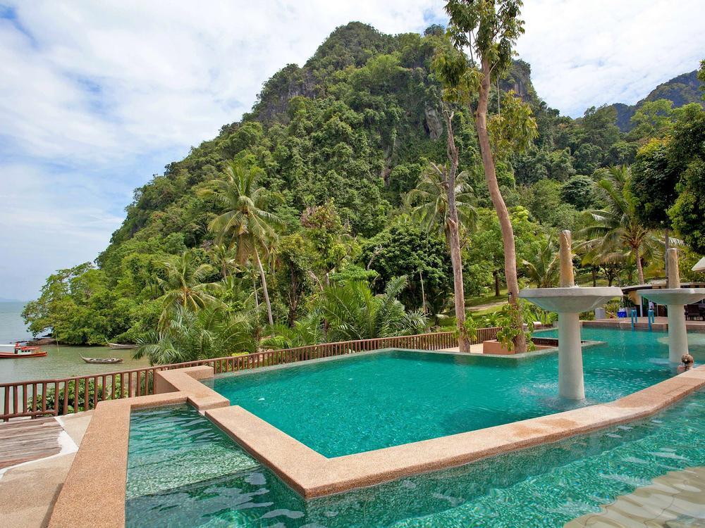 Krabi Beachfront Resort Family Photo 1