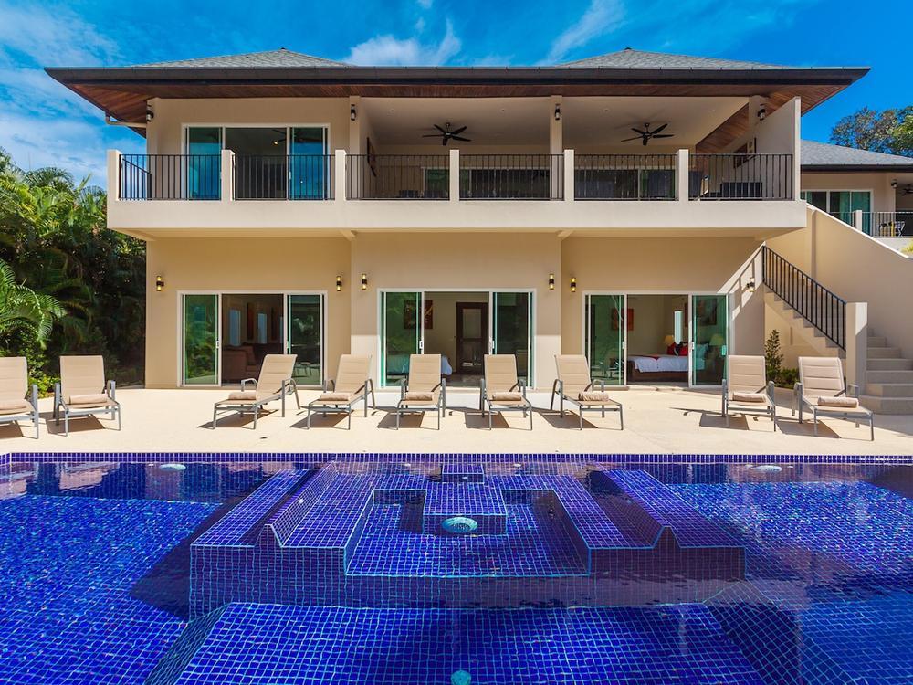 Ivory Villa Photo 1