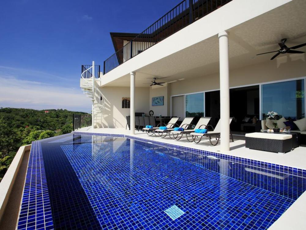 Turquoise Villa (V17) Photo 1