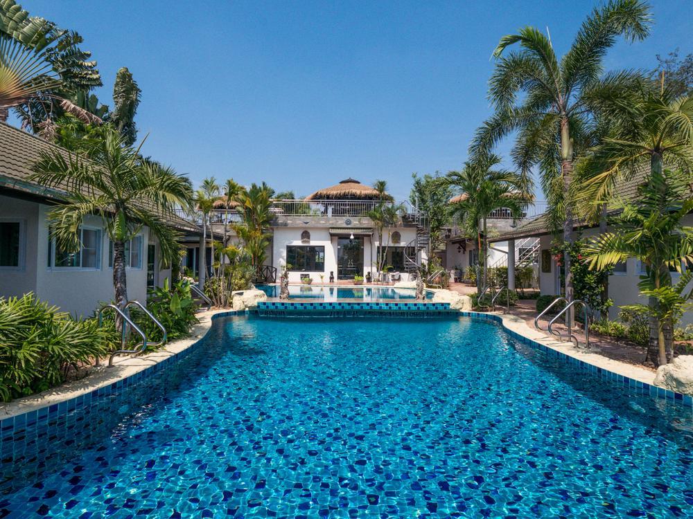 Phoenix Luxury Resort Photo 1