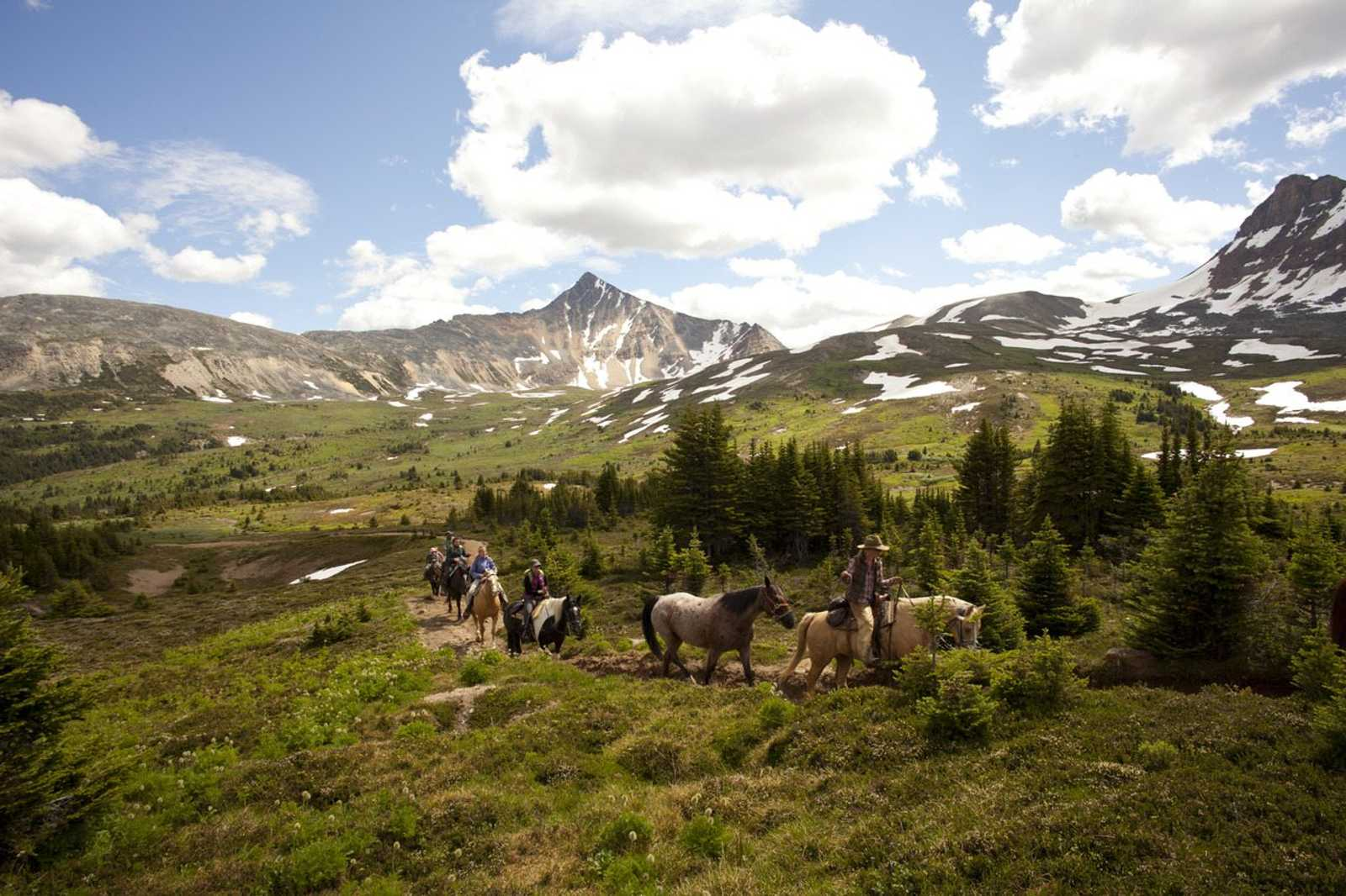 unique things to do in jasper - horseback riding