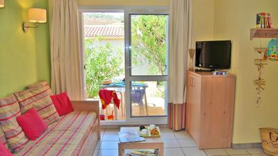 3 Bedroom for 8 with Sea View (48m) photo 0