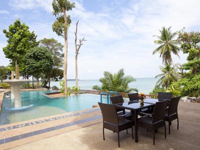 Krabi Beachfront Resort Deluxe Photo 4