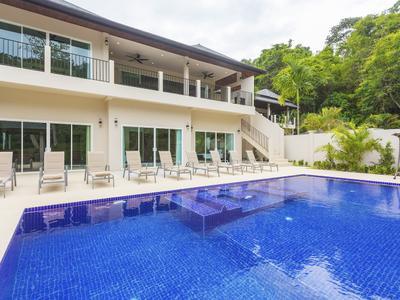 Ivory Villa Photo 2