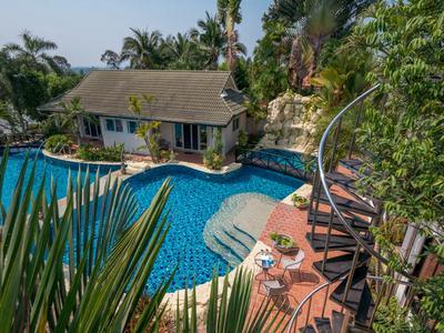 Phoenix Luxury Resort Photo 3