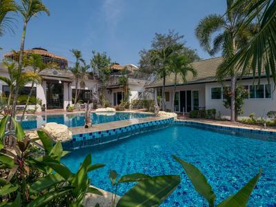 Phoenix Luxury Resort Photo 2