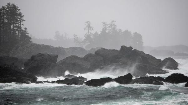 Storm watching in Ucluelet - a stormy ocean in Ucluelet, Vancouver Island