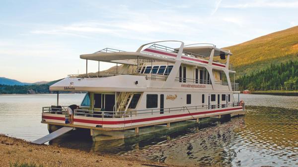 Shuswap houseboat vacation - Legacy boat
