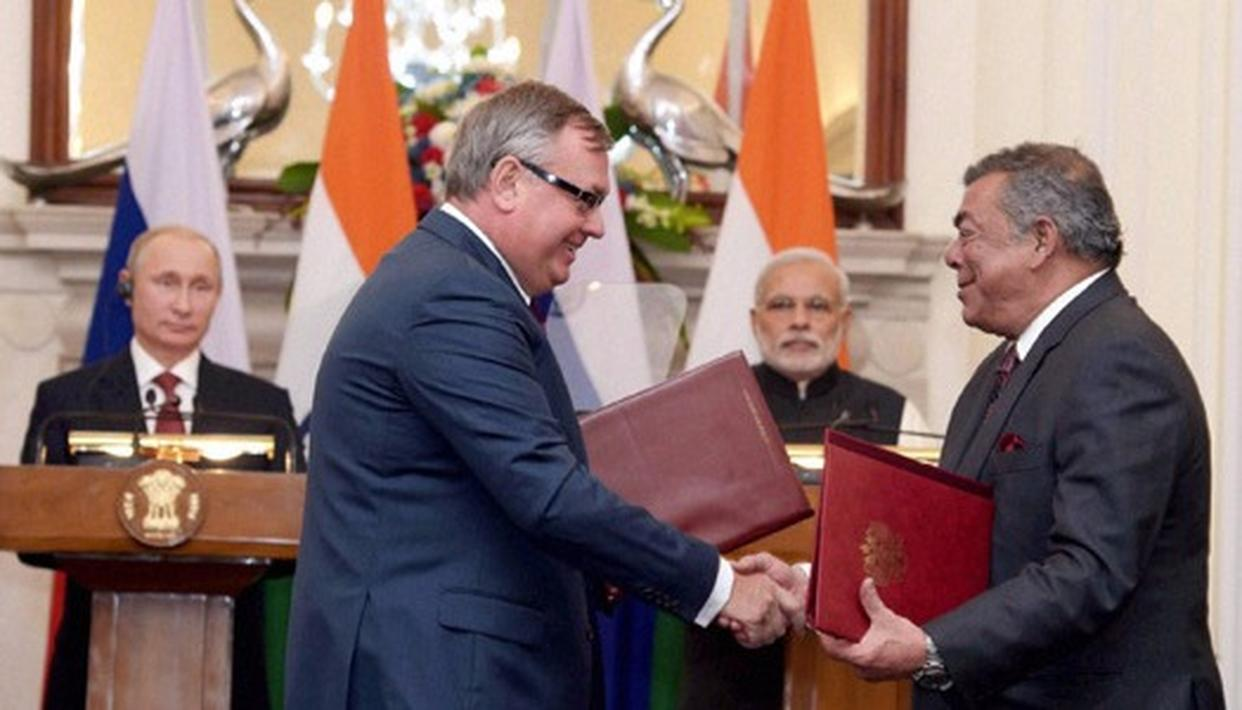 File photo of Essar chairman Shashi Ruia and Rosneft President Igor Sechin with Prime Minister Narendra Modi and Russian President Vladimir Putin in the background (PTI)