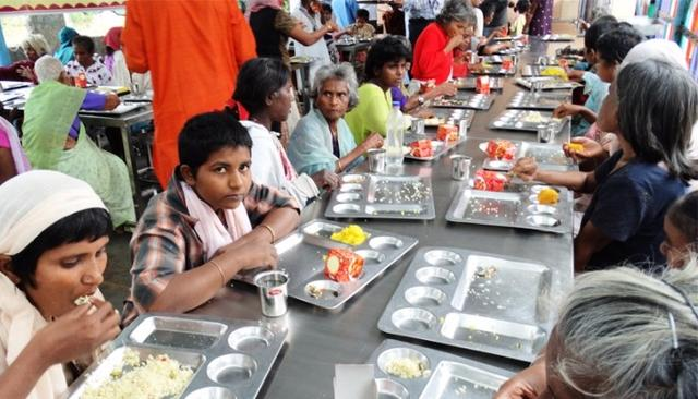 Rising from street crime to feeding 700 people daily, Bengaluru's Auto Raja is redefining humanity